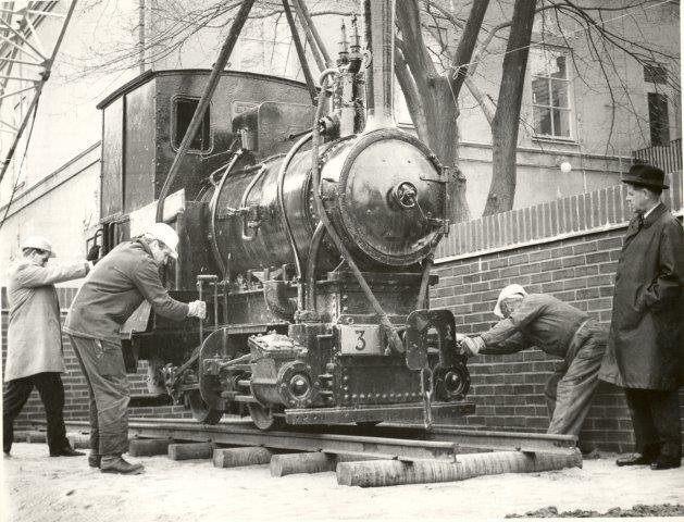 Lokomotivet nr. 3 ankommer til Höganäs Museum, hvorfra det senere er sendt til ?