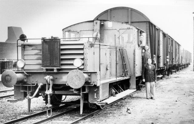 Selv om værket brugte smalsporlokomotiver til rangering på det trestrengede spor, havde man også en norsporlokomotiver. Tredjeskinnen ses også her. Gengivet med tilladelse af Höganäs Museum.