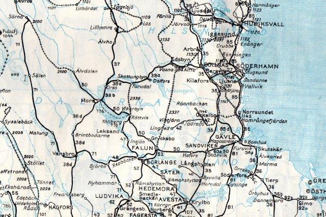 Området mellem Hudiksval, Söderhamn, Sandvik og Hofors. De omtalte industrispor er naturligvis ikke vist her, da kortet stammer fra Sveriges Kommunikationer 1952.