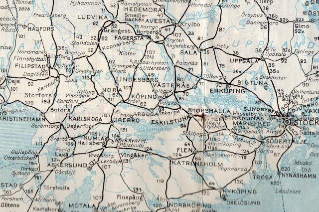 Kortet overnover, der viser begge baner i fuld udstrækning bliver for gnidret, så derfor for de TGOJ i en vesion, der er til at læse. Kortteksten er den samme. Kun BJs nordlige del ses, men den fortsætte rund om den store sø til Göteborg. Samme kilde.