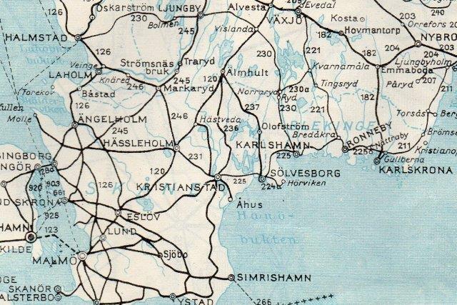 Kortet viser smalsporbanerne omkring Växjö. det er de tynde streger, der er smalspor. Alle baner havde dog ikke samne sporvidde. Nettet startede i Hamsad i vest og førte til Ronneby og Karlshamn. Sveriges Kummunikationer 1952.