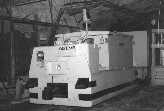 AGEVE-minelokomotiv foran besøgstoget. Ingen data. Ikke engang sporvidden er kendt. Foto 1988.