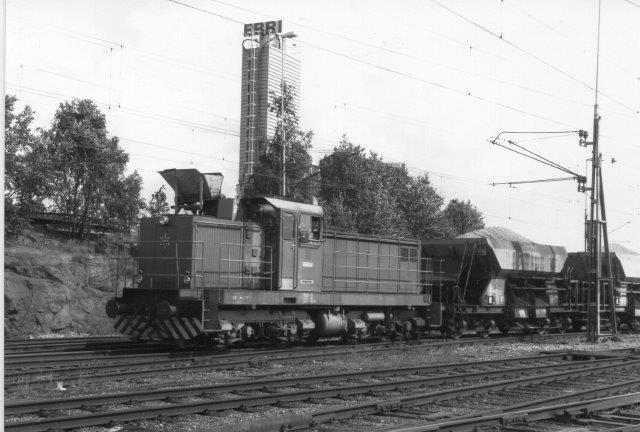 I Oxelösund sås TGOJ V11 71! med et par ballastvogne. 1988.