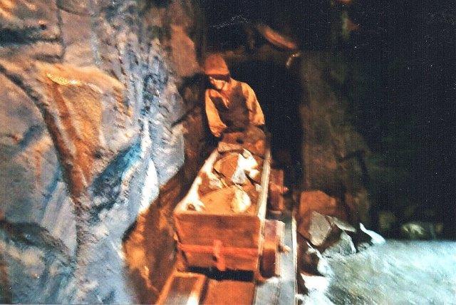 Tidlig malmtransport under jorden på træspor. Musett i Ängelholm 2011.