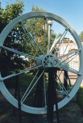 Er af de store (to meter) elevatorhjul. Nyvång 20111.