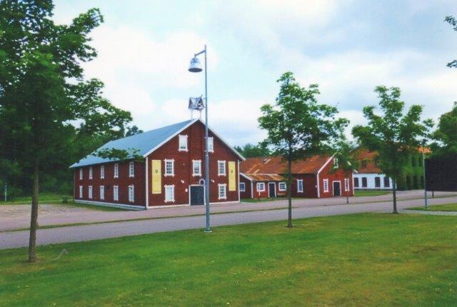 Gamle maleriske bygninger ved Pugeberg Glasværk. 2013.