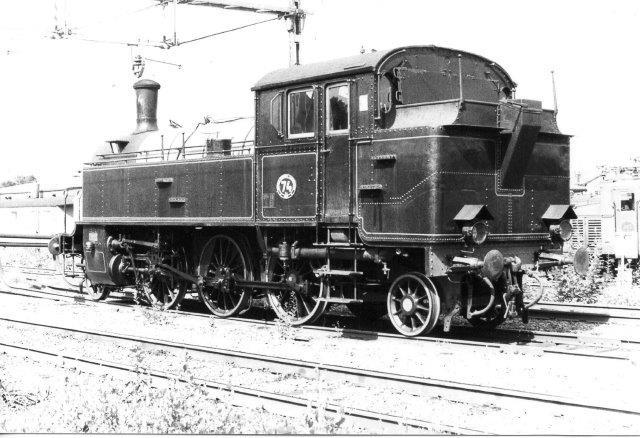BJ Ys 74, Motala 540/1915 tilhørende Berglagernes Järnvägssällskab og står på Sävenäs i Göteborg. Foto fra 1984.