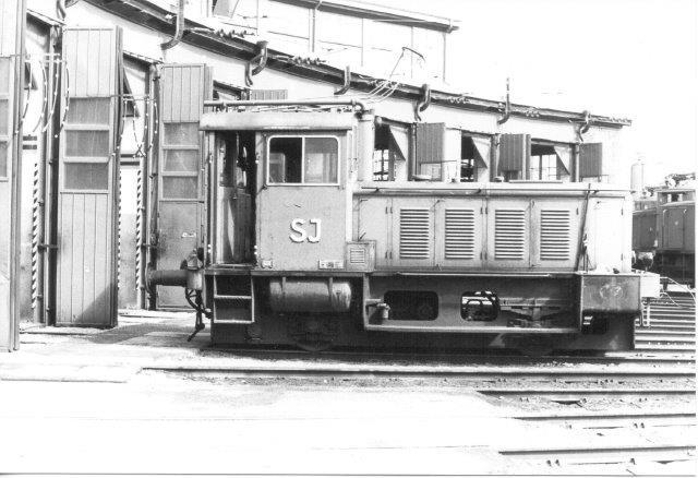 "SJ Z3 277, Deutz 55161/1953 var ""staldpilot ,"" der hentede ellokomotiver ud fra remisen. Sävenäs, Göteborg 1984."