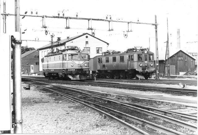 SJ Rc2 1068 og Du 384, MV 793/1935. Sävenäs 1984, Svenske strækningslokomotiver var udstyrede med kogeplade, køleskab og garderobeskab. Et et NSB 13 2128, der også hvilede ud på Sävenäs var der endog håndvask. NSB 16 2213 stod også på depotet.