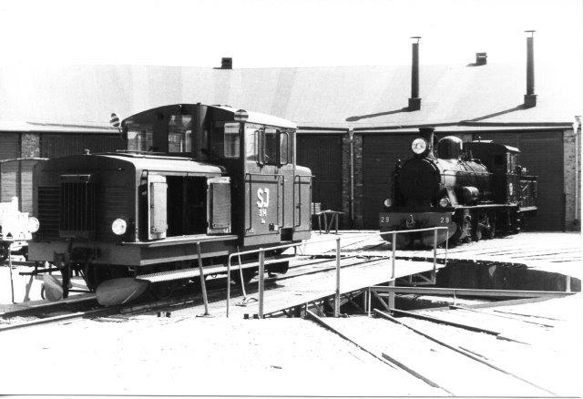 VGJ 29 og SJ Z4p 314; KVAB 97/1952. Slikkepinden angiver kørselsretningen. 891 mm spor. 1984.