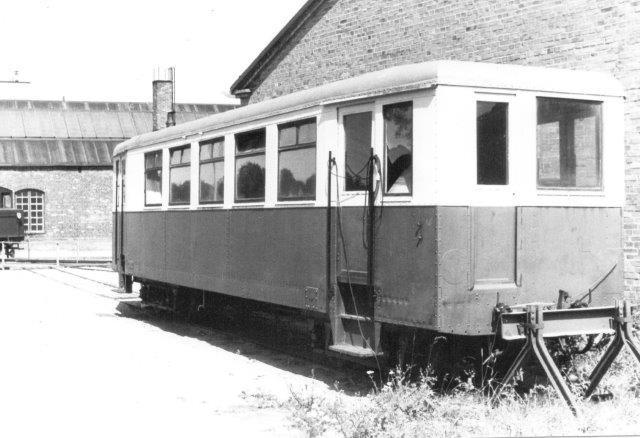VGJ XCo8d 105, DWK ?/1930. Vognens er ombygget fra motorvogn til personvogn. Også i Danamrk fandets smalsporede Kielservogne, som de kaldtes. 1984.