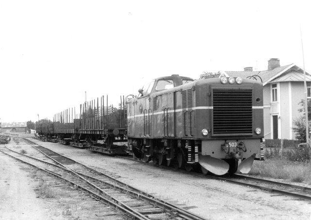 Toget klat til afgang fra Nossebo med seks transportører med tre vog. ud havde vi tre tre transportører med to vogn. Truckvogne kørte på to transportører. 1986.
