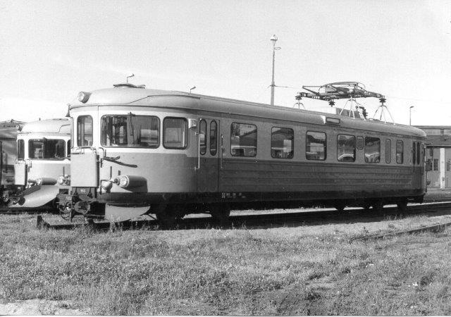 SJ X16 965 i Kristinahamn. En daddelæske, men elektrisk.