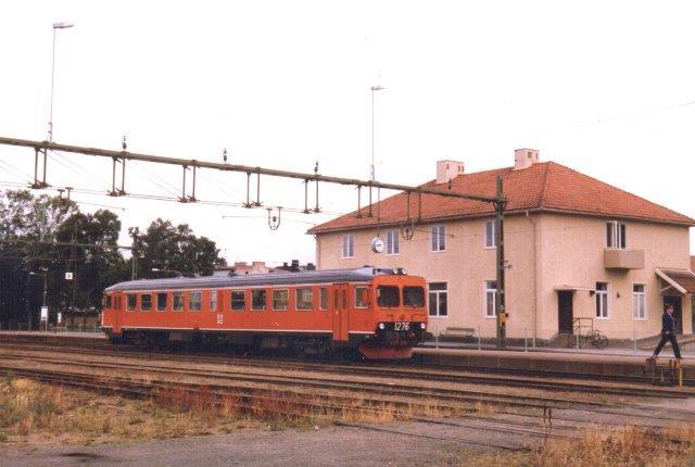 SJ Y1 1276 i Vara fremførte et af dagens få tog i 1986. Trods italiensk herkomst kunne de køre, og efter udrangeringen fortsætter nogle af dem på sydamerikanske baner.