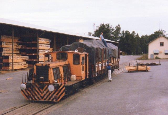 Hasselfors Bruks AB 23, Schöma 1730/1956. Bemærk højttaleren på taget af førerhuset. 1986.