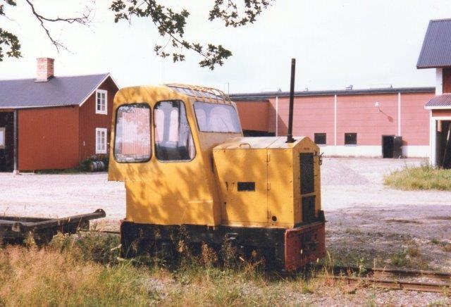 Stockåsværkets sidste lokomotiv var et ombygget O&K 8604/19??. Fotograferet i 1986. Næste gang jeg så lokomotivet var det i en anden mose.