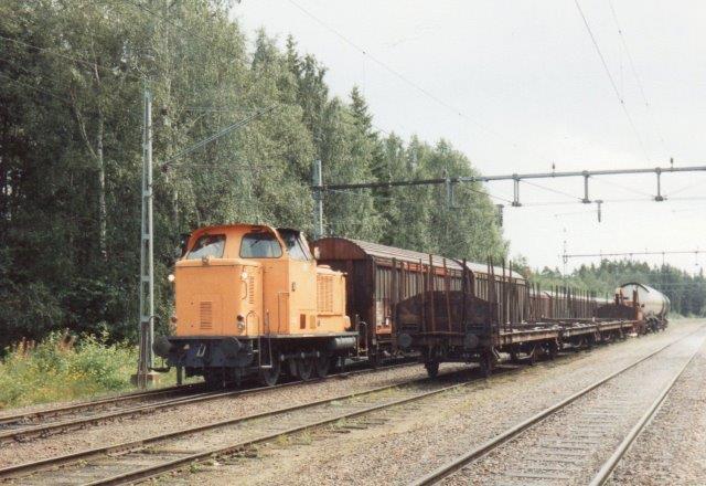 På vej til NBC mødt vi NBC 33, MaK 400 060/1968. Type 450C. Maskinen havde tidligere blandt andet kørt på havnen i Hannover. Det var kommet til NBC i Vallvik 1982, og jeg fotograferede 1988.