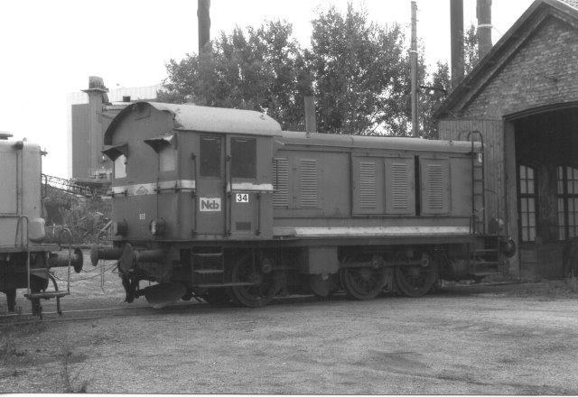 NCB 34, Deutz 47451/1952 . Tyoe V6M536R, tidligere TGOJ 803, et nummer der endnu anes mellem lygterne. 1988.
