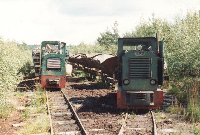 Ude i mosen blev Diemaen for tung til den bløde undergrund, og en lettere Schöma 3355/1971 tog over. Den var kommet til Stockåa i 1981 fra Rørdal Cementfabrik i Ålborg, hvor den havde nummeret 510-332. Sporvidden var 500 mm. 1988.