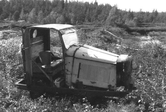 Et stykke trækkraf resterede i Hellaryd. Det eneste bestemmelige var en Opel-køler. 1988.