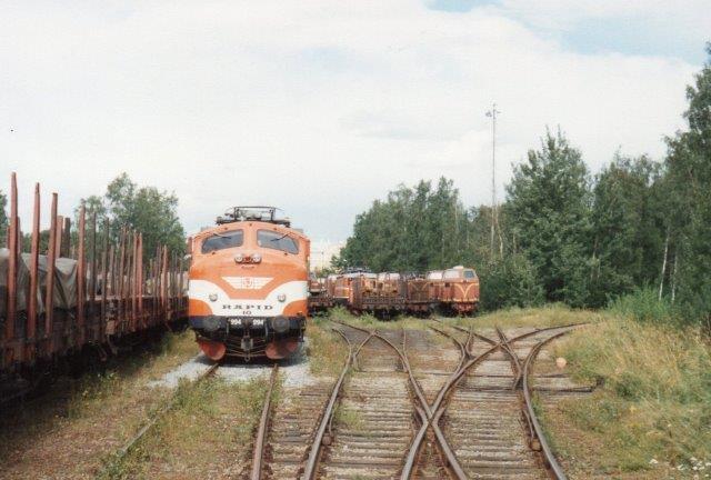 Lokomotivkirkegården på SJs hovedværksted i Örebro 1988. Seks spor med materiel. Her ses Ra, Rc og T21.