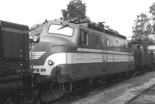 SJ Ra 994, Rapid 10. Den er fra 1961, men opslidt. Hensat på lokomotivkirkegården ved SJs hovedværksted i Örebro. Foto fra 1988.