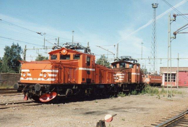 TGOJ Hg 203 og 204 på depotet i Eskilstuna. Syv eksemplarer modtog TGOJ. Hertil kommer 66 fra SJ, hvraf nogle også havde tilhørt privatbaner. på præsterer 1760 hk. 1988.