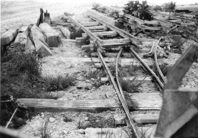 I 1974 var banen opgivet, selv om dele af sporene lå endnu. Foto: H. H. Frølær, 1974. Han har overladt mig negativerne.