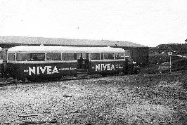 Dette foto fra List af en Borgward på stationen ved drejeskiven er taget i banens sidste driftuge 1970. Det viste sig dog, at banen fortsat kørte frem til december 1970 og ikke lukkedes efter sommersæsonen 1970!