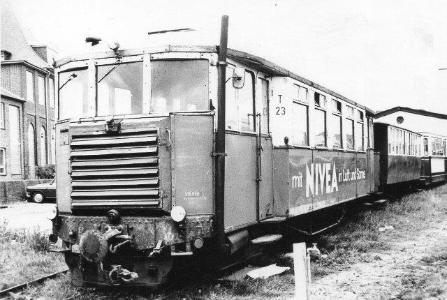Den aldrende T23 på Nordbanegården 1969. Dataene er Linke Hoffmann og AEG ?/1925. Den kom som ny til Rendsburger Kreisbahnen T1 og i 1957, da disse lukkedes, til SVG. I 1970 skænkedes den til IHS i Geilenkirchen. På grund af den dårlige tilstand blev den aldrig sat i stand, men kom 1981 videre til DEV i Bruchhausen-Vilsen, hvor du skal søge efter T43.