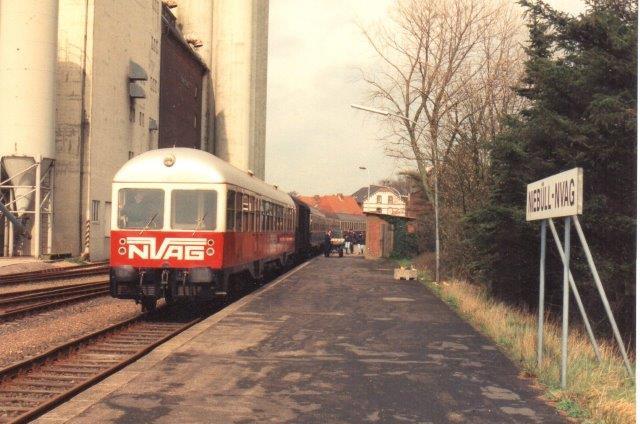 NVAG T 3, Mak518/19960 på lokalbanegården i Niebül 1992l. Siloanlægge er senere nedrevet.
