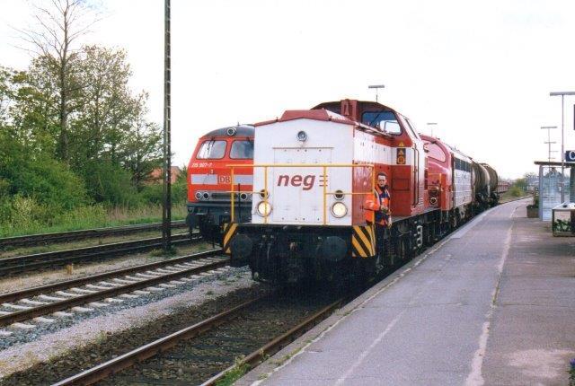 Mens vi i 2005 kiggede på G66 kom godstoget til Grindsted gennem Niebüll fremført af neg 04 samt neg My 1154 forbi. Til venstre ses fronten DB 215 907-7. Billedet er desværre forsvundet.