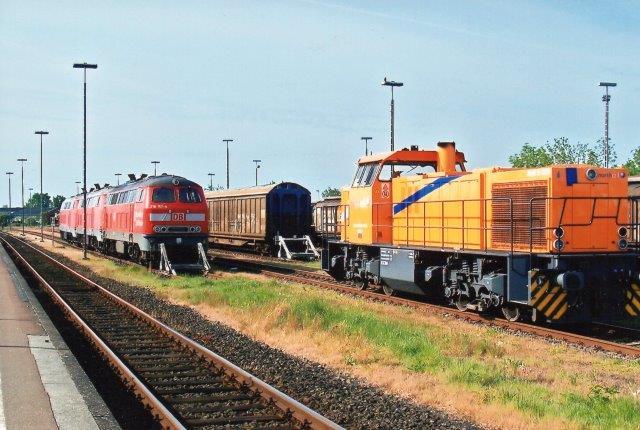 I 2009 sås i Niebüll Northrail 6, 92 80 1275 037-3 D-SK, Vossloh 1001137/2001. Type G1206 B´B´-dh. Hvem dette lejelok kørte for, vides ikke. SK ii ejermarkeringen står for Seehafen Kiel GmbH & Co. KG, der er den ene af to ejere af Northrail.
