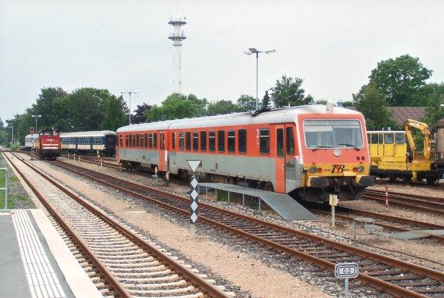 I 2009 havde neg lejet en ny motorvogn og denne gang en dobbelt. Den er mærket TB, Taunus Bahn, Frankfurt - Königstein Bahn. Motorvognssættet svarer til DBs 629, der også findes lignende hos DSB som Mr. NOB overtog den 2008. Foto på Lokalbanegården i 2009.