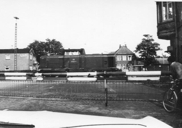 Gennem bilens forrude så vi også en DB V 212 i Niebüll i 1972.