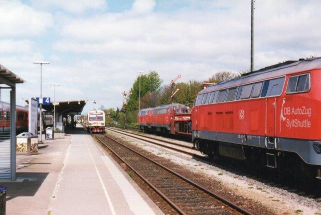 I 2005 sås i Niebüll fra venstre NVAG T4, DB 215 907-7 0g under udkørsel DB 215 901-0 + 215 909-3.