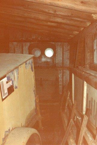 Feddersens sidst lokomotiv svært tilgængeligt i en garage i Leck 1992. Det er Deutz 10006/19